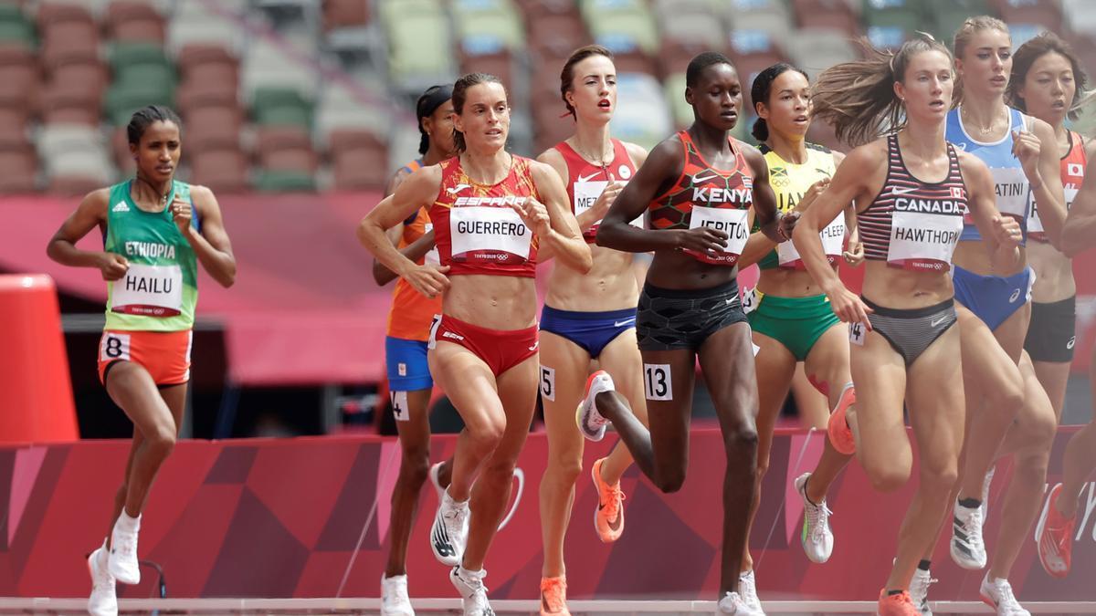 Esther Guerrero durant les semifinals de 1.500 metres als Jocs Olímpics de Tòquio