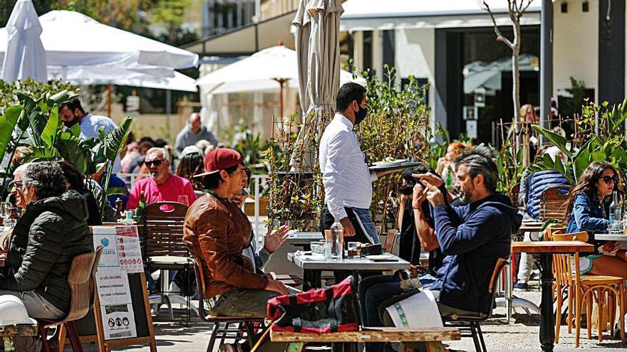 Ibiza pasa a nivel 1 y las terrazas podrán abrir sin interrupción todos los días