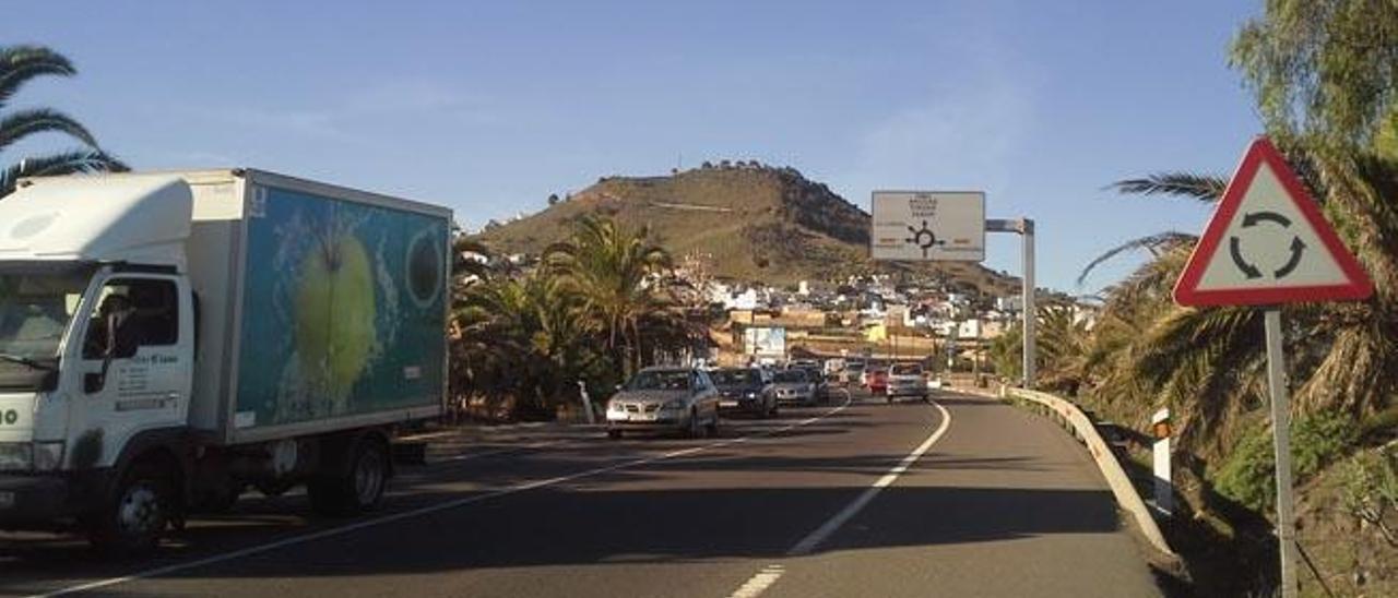 El Cabildo pide un refuerzo de guardias civiles para reducir los atascos del Norte