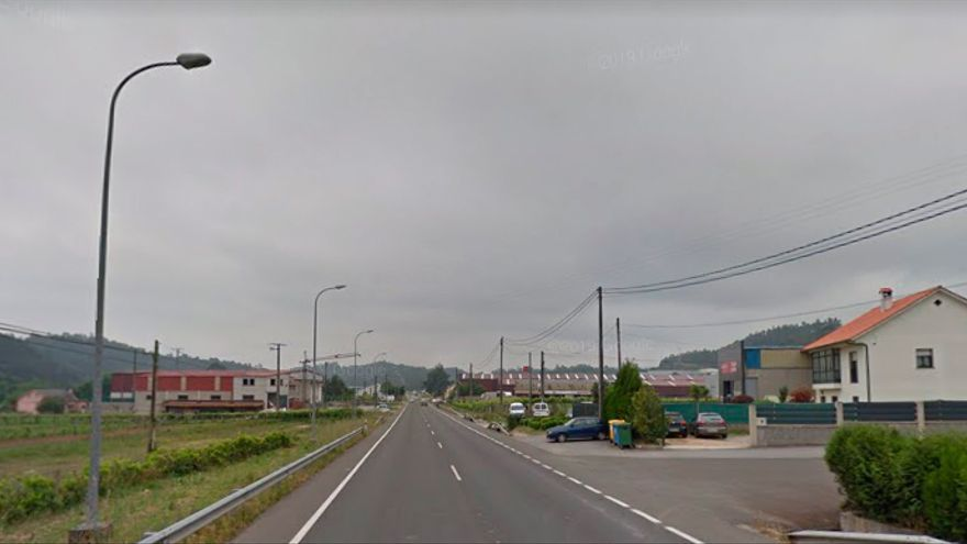 Muere el copiloto tras salirse de la carretera en Caldas de Reis