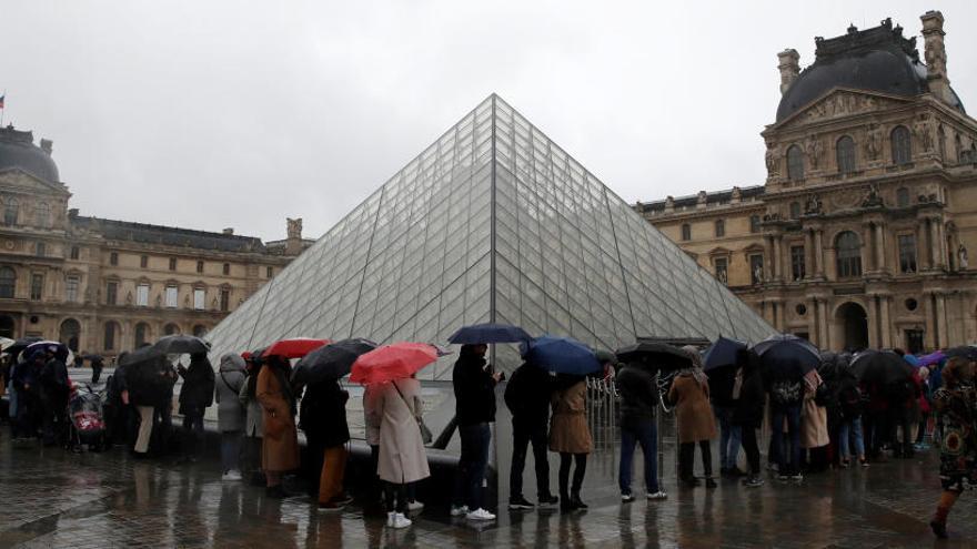 El Louvre cierra al negarse los empleados a trabajar