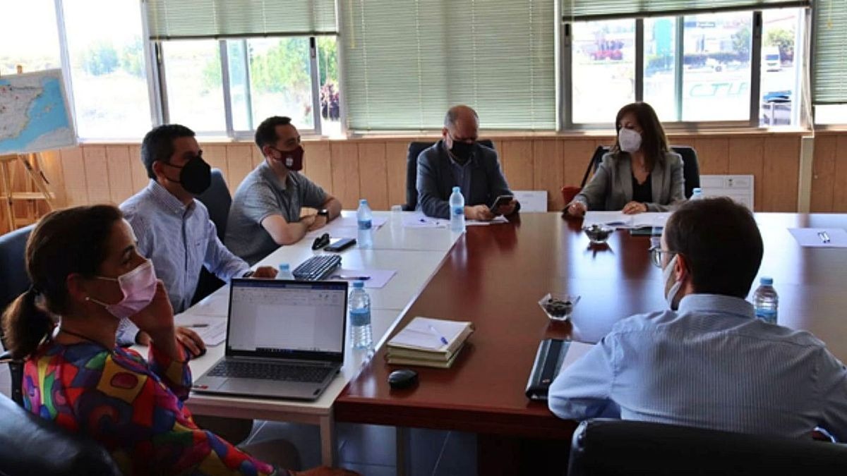 Asamblea General de la red Cylog presidida por el gerente del CTLB, Fernando Pérez y con la presencia del director general de Transporte de la Junta.   E. P.