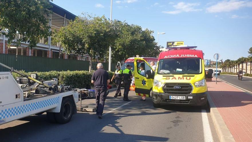 Una motorista herida al chocar contra un coche en Alicante