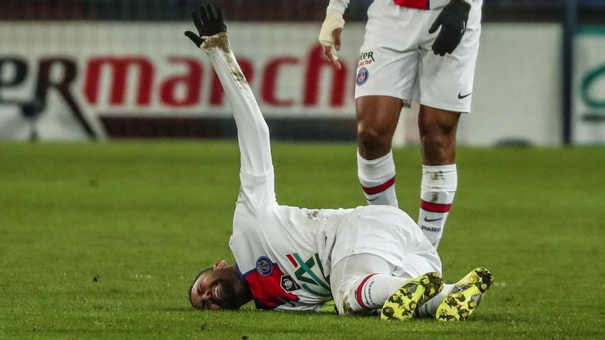 Neymar se perderá al menos la ida contra el Barça debido a su lesión muscular