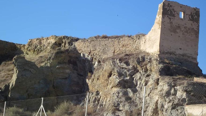 Monóvar inicia los primeros pasos para recuperar su abandonado castillo
