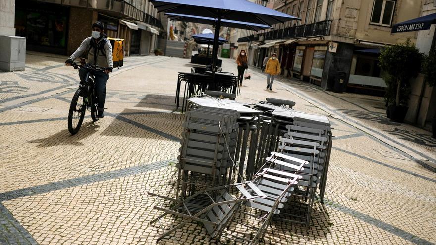 Siguen cayendo los contagios y muertes en Portugal a tres días de desconfinar