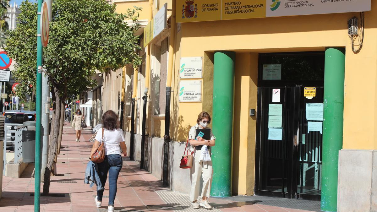 Exterior de las dependencias del Ministerio de la Seguridad Social en Castelló.