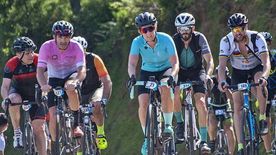 Marcha cicloturista de La Cubilla: Medio millar de aficionados gozan de los grandes puertos de Asturias