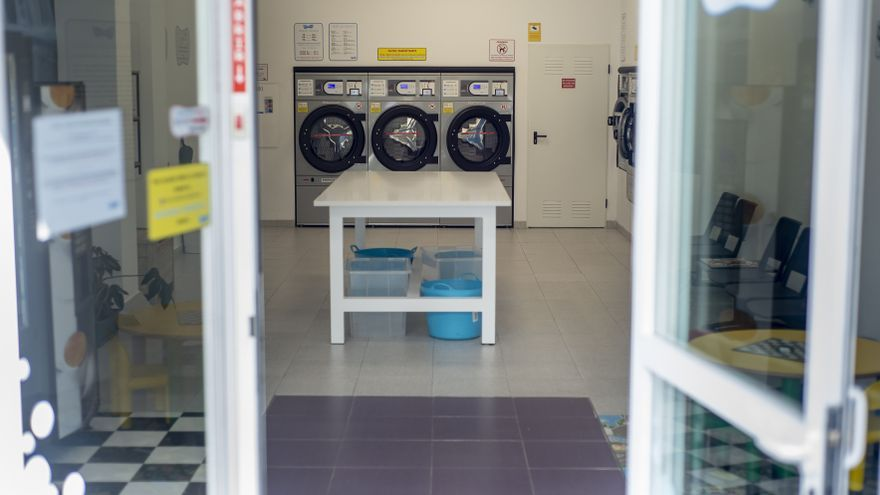 Roba en dos lavanderías de Ourense y se lleva 900 euros y una aspiradora