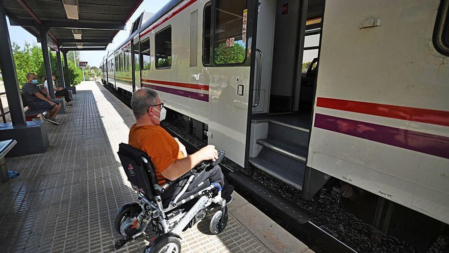 Llevarán a Adif a la Fiscalía por quitar el tren a los viajeros en silla de ruedas
