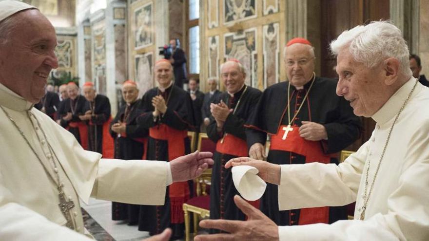 """Benedicto XVI cumple 90 años """"lúcido y en buena forma"""""""