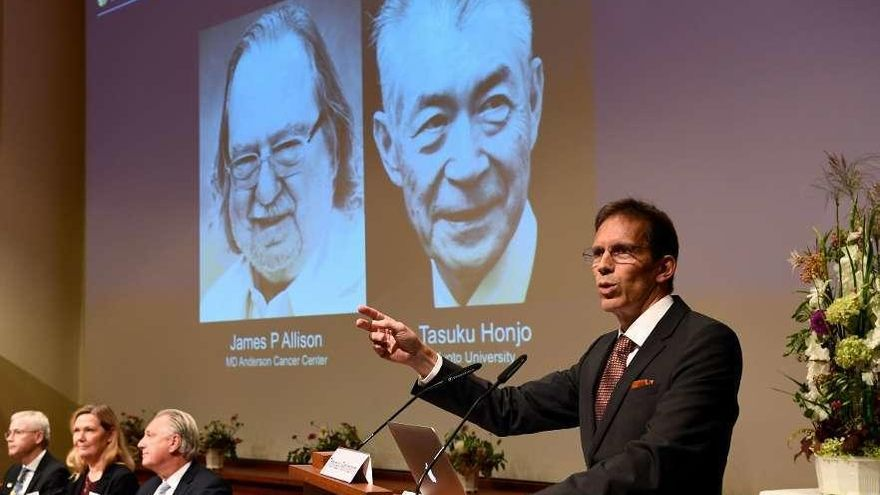 Los médicos que enseñan al organismo a luchar contra el cáncer ganan el Nobel