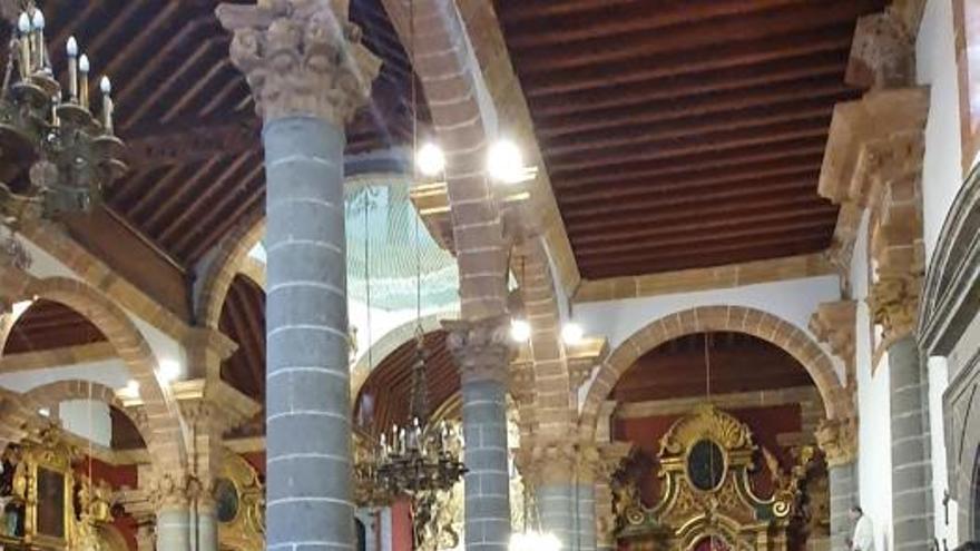La Virgen del Pino baja de su camarín