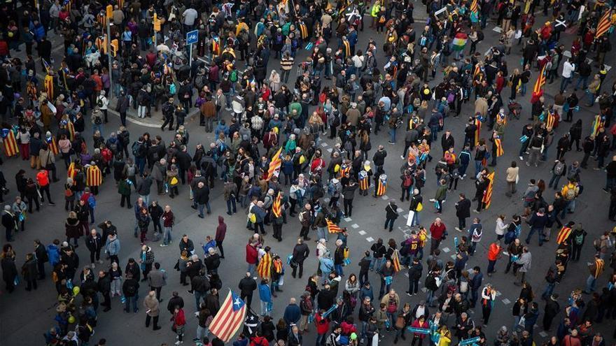 Manifestantes de 'Tsunami' cortan la Diagonal frente al hotel de Barça y Madrid