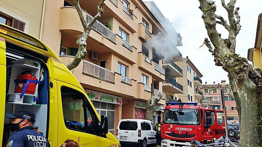 Un incendio causa grandes daños en un piso de Sóller