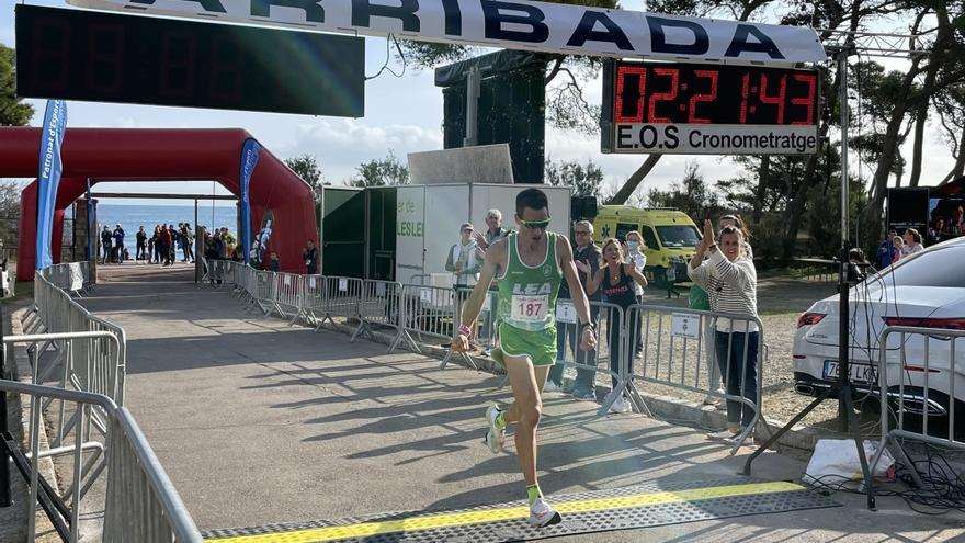 Carles Montllor i Carmen Martín guanyen la 16a Marató d'Empúries