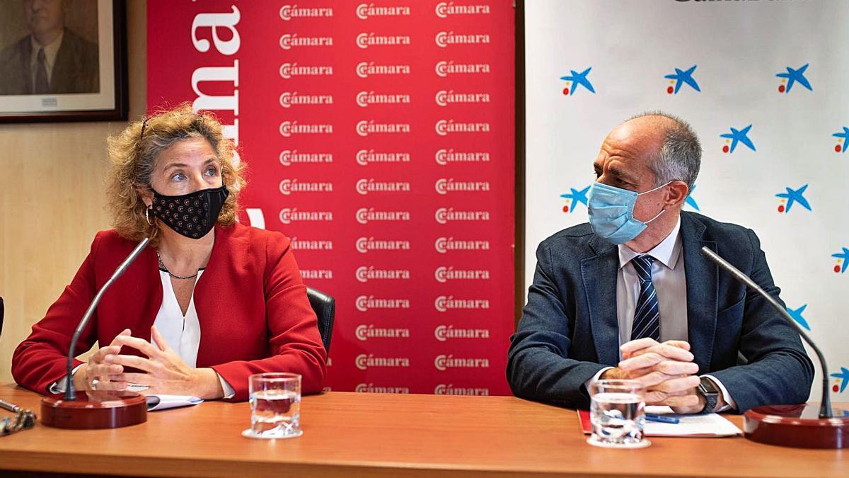 La directora de la Cámara, Lola Pérez, y su presidente, Santiago Sesé.