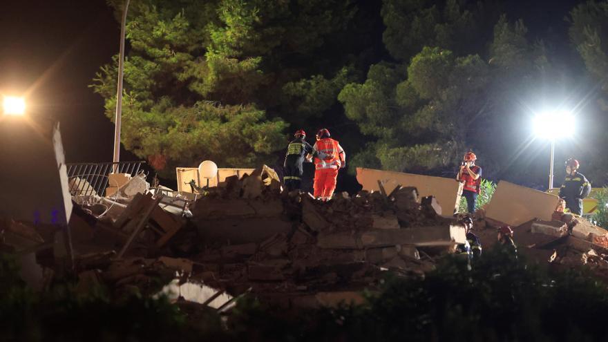 Rescatan a uno de los atrapados en el derrumbe en Peñíscola