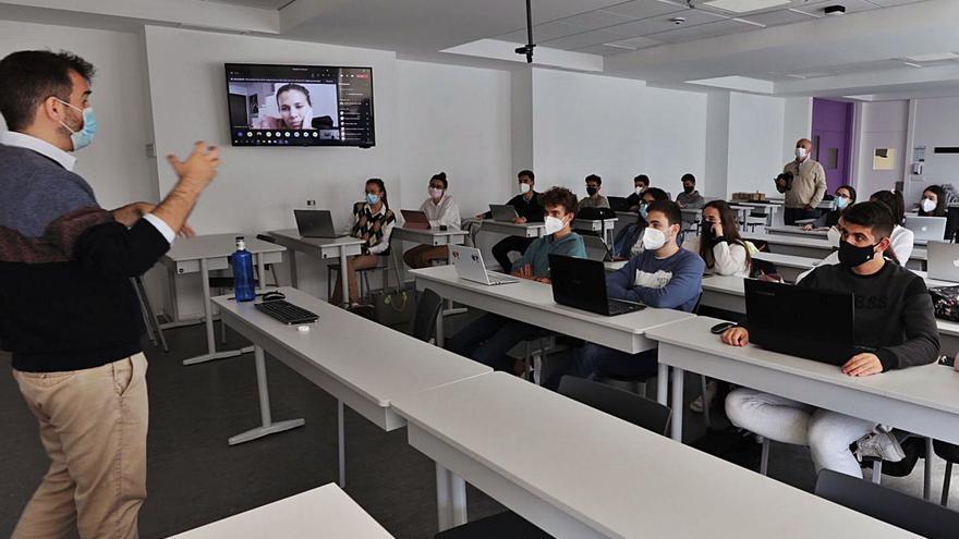 El CEU y Amancio Ortega alcanzan un principio de acuerdo por el edificio de Zara
