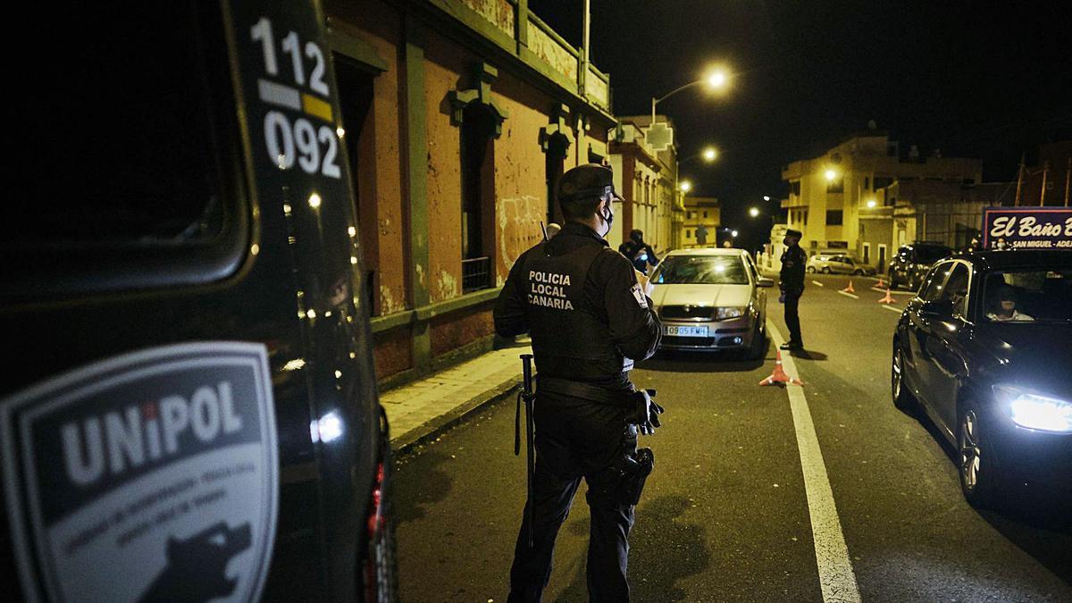 Agentes de Unipol de la Policía Local de Santa Cruz de Tenerife.