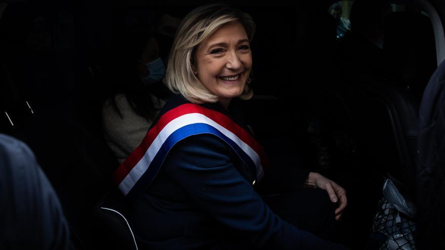 La Justicia francesa absuelve a Le Pen por difundir imágenes de víctimas del Estado Islámico