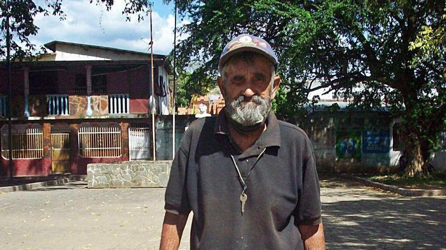 Emigración busca una solución a un lagunero sin recursos en Venezuela