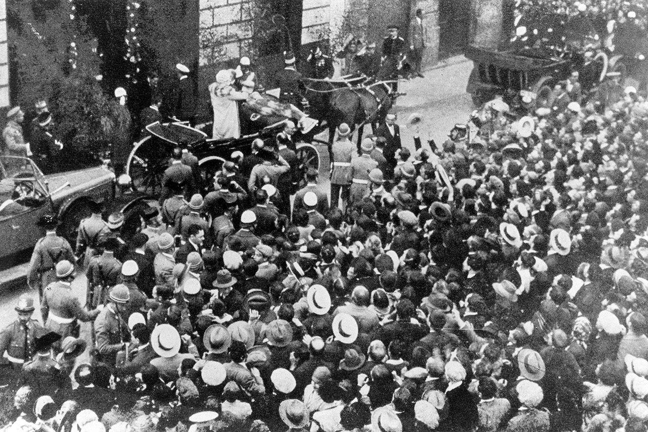 Visita de Alfonso XIII y Victoria Ugenia al Círculo en 1927.jpg