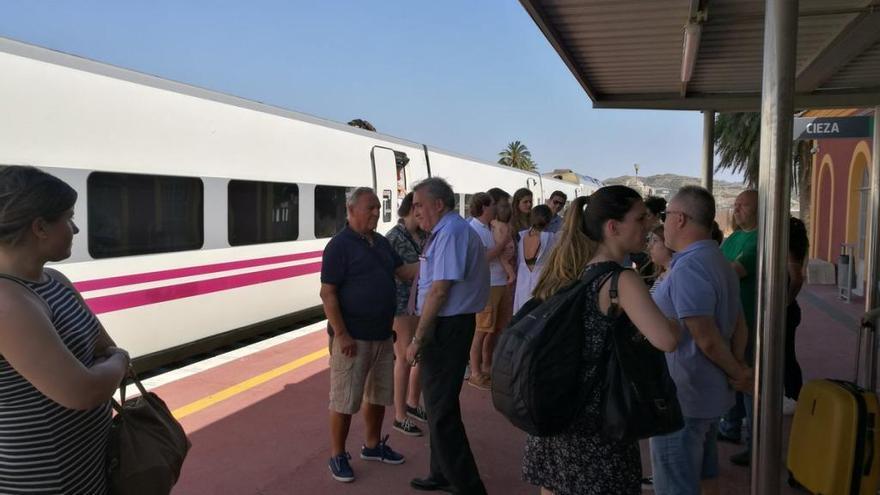 Viajan en tren desde Cartagena a Madrid con 38 grados en los vagones
