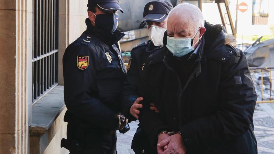 Comienza el juicio contra el policía nacional jubilado acusado de matar a su mujer de dos disparos en Astorga