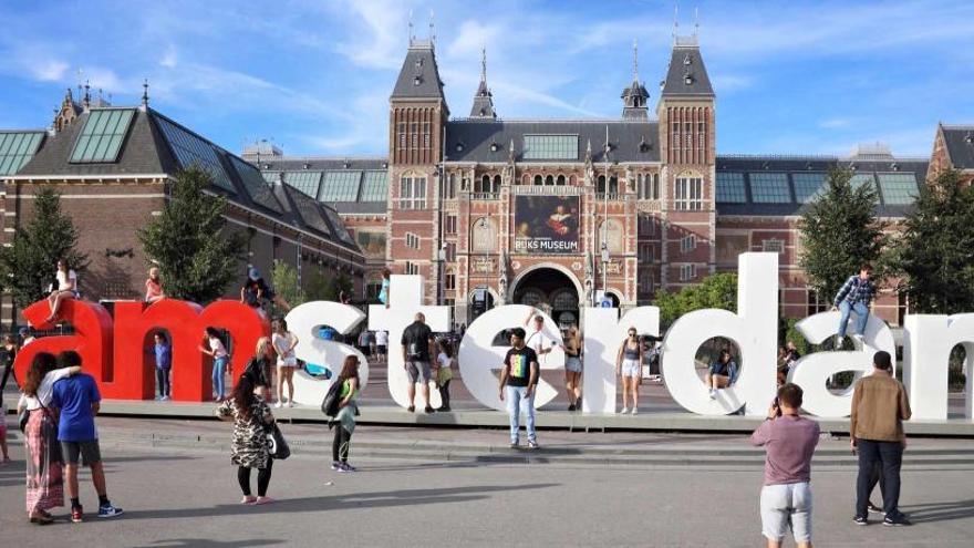 Estudian deshacerse del famoso letrero 'I amsterdam'