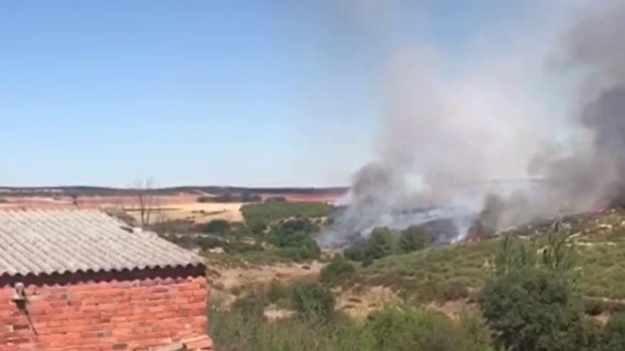 Vídeo   Controlado el incendio en Losilla de Alba