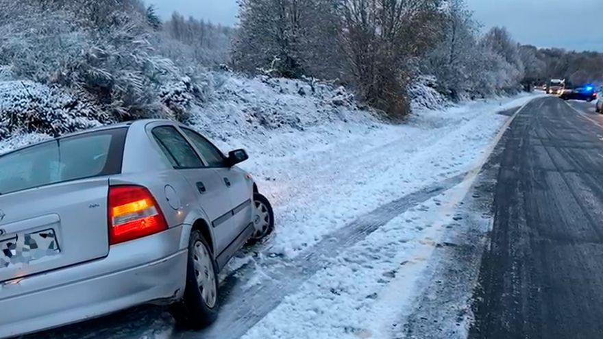 La nieve del puente de diciembre en Galicia trae accidentes de tráfico en Ourense