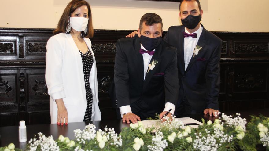 Los 127 notarios de la provincia pueden tramitar desde hoy el expediente previo a la celebración del matrimonio
