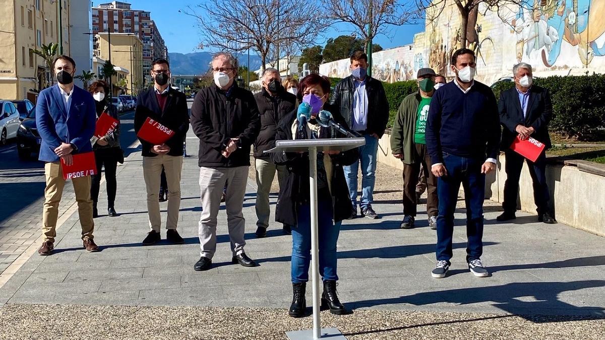 Rueda de prensa conjunta de PSOE, IU y Podemos, justo a la plataforma Bosque Urbano.