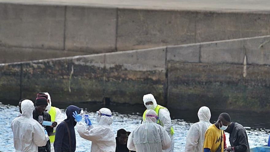 Exteriores asegura que se repatria a los migrantes y Torres critica a la UE
