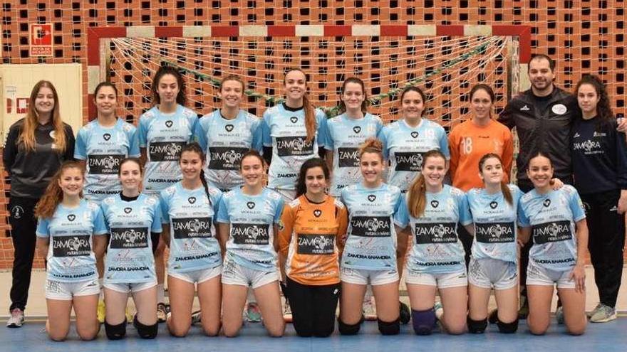 La Federación invita al sénior femenino del Balonmano Zamora a jugar en Plata