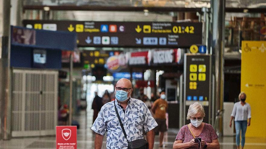 España pacta un protocolo de seguridad para el regreso de los turistas a Canarias