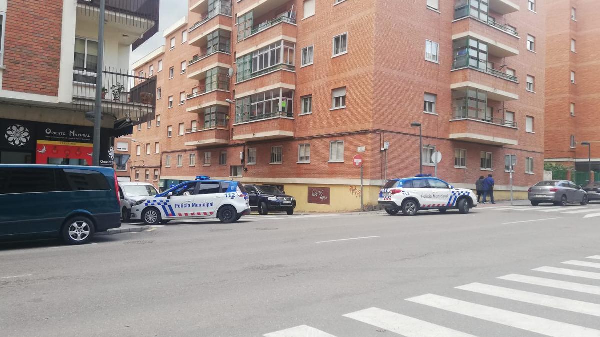 Policía Municipal en la calle Blas de Otero.