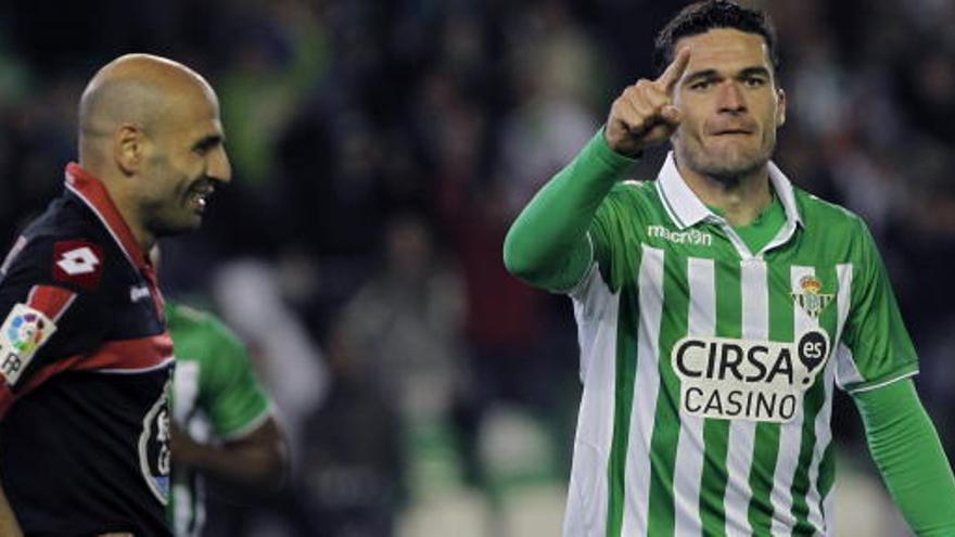 Betis y Deportivo firman un empate que sabe a poco