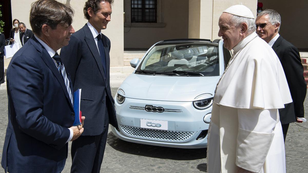 El Papa Francisco recibe a Stellantis en El Vaticano
