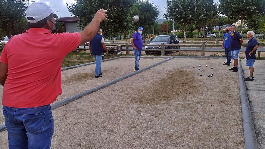 Juego y relax terapéutico en la la pista de petanca de Dena