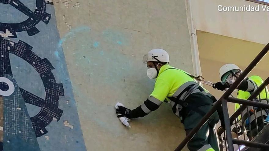 Benidorm limpia las pintadas del mural de Baeza mientras le busca una nueva ubicación