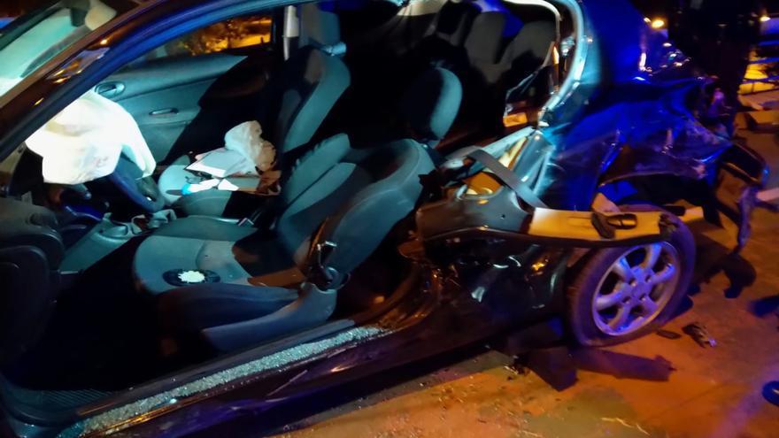 Dos heridos en un aparatoso accidente tras chocar contra una barrera de seguridad en la Ronda Hispanidad de Zaragoza