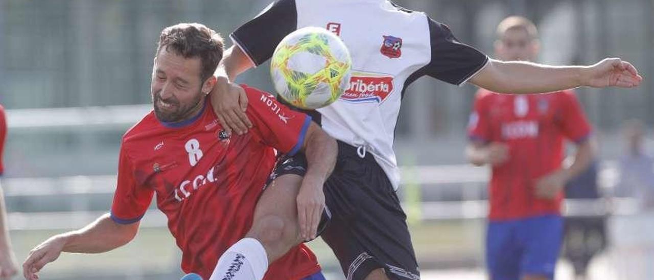 Un lance del partido que enfrentó el domingo a Choco y Estradense en Redondela. // Ricardo Grobas