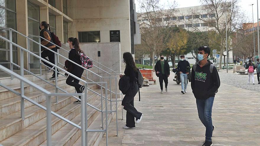 El acceso a las becas salario se amplía a los universitarios de todos los cursos de grado