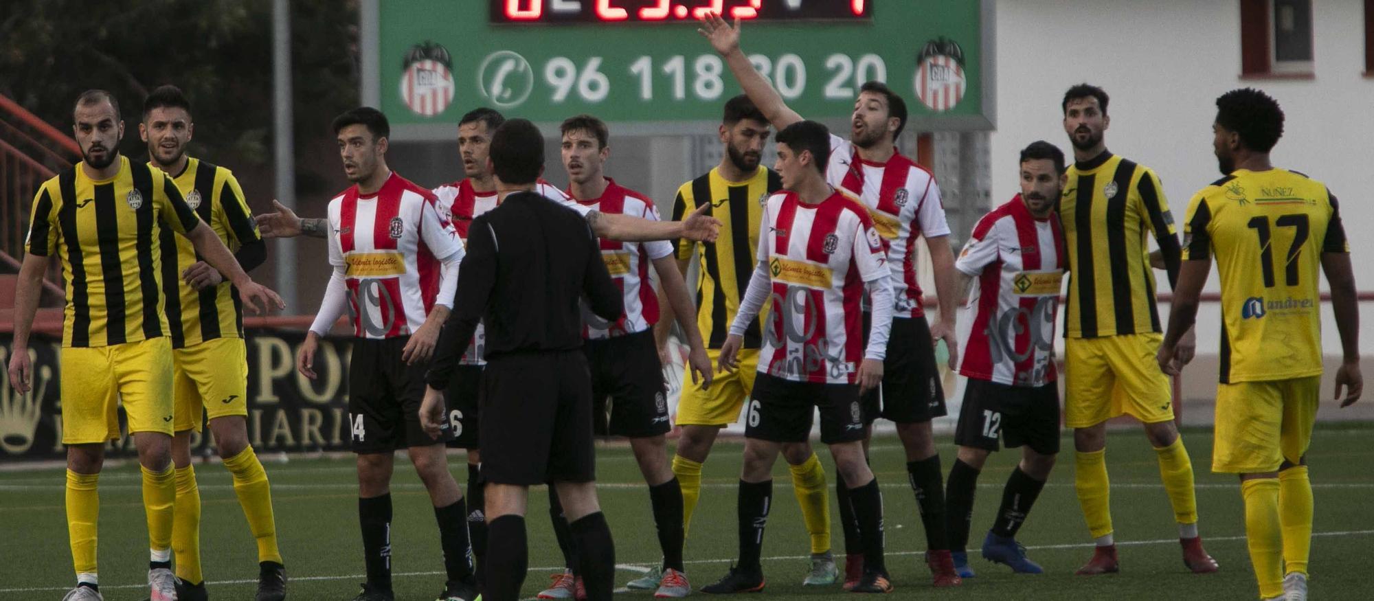 El CD Acero araña en el último minuto un punto frente al Paterna CF.