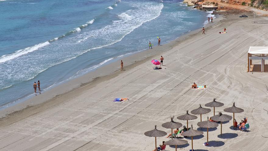 Orihuela revalida la bandera azul en sus once playas, las segundas con más reconocimientos del país