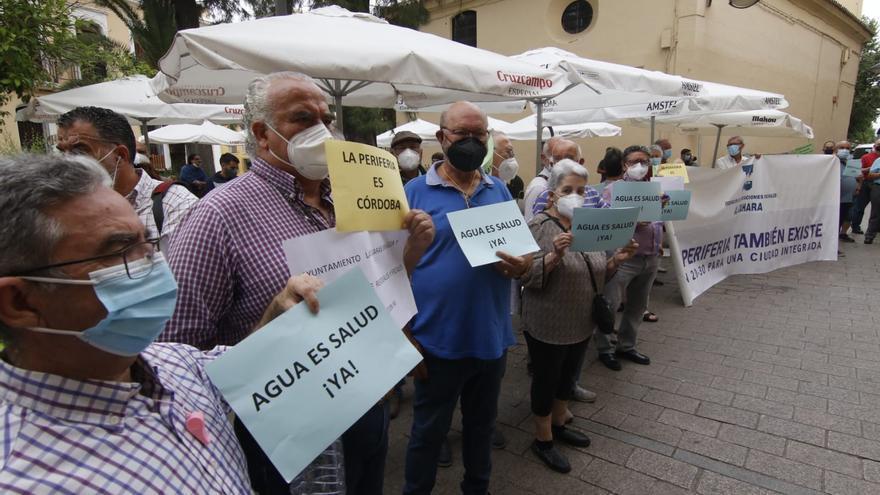 Los vecinos se concentran de nuevo para exigir luz y agua en las parcelaciones de Córdoba