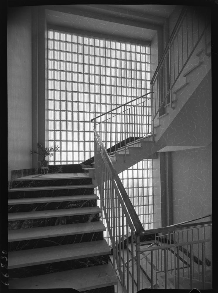 Escalera con ventanal de pav�s.jpg