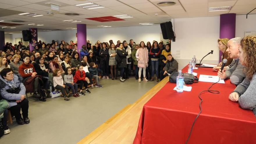 Vacunan de hepatitis A a cientos de escolares, docentes y familiares de un colegio de Lalín